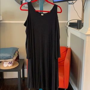 Old Navy Dresses - Black cold shoulder maxi dress